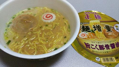 『マルちゃん正麺 旨こく豚骨醤油 麺増量』