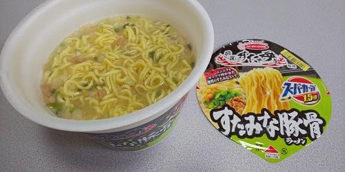 『スーパーカップ1.5倍 伝説のすた丼屋監修 すたみな豚骨ラーメン』