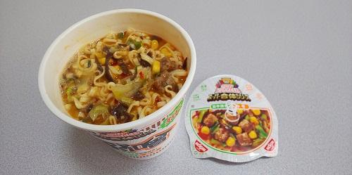 『カップヌードル スーパー合体シリーズ 味噌&旨辛豚骨』